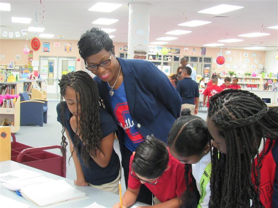 Challenger Elementary Ms Cross Istant Prinl